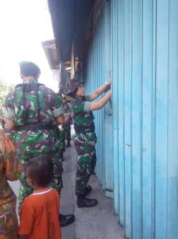 INDONESIA: Army forcibly sealing off houses in Gunung Sari, ignoring legal procedures